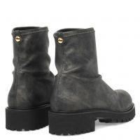 K25_LT1 - Grey - Boots