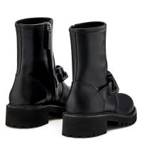 DESY CHAIN - Black - Boots