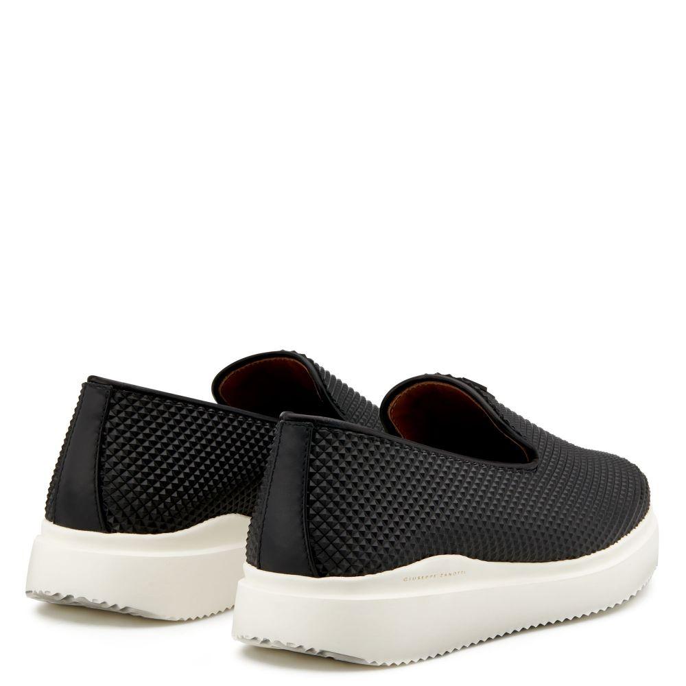 CLEM - Black - Slip ons
