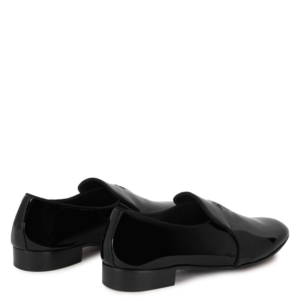 FERGUS - Black - Loafer