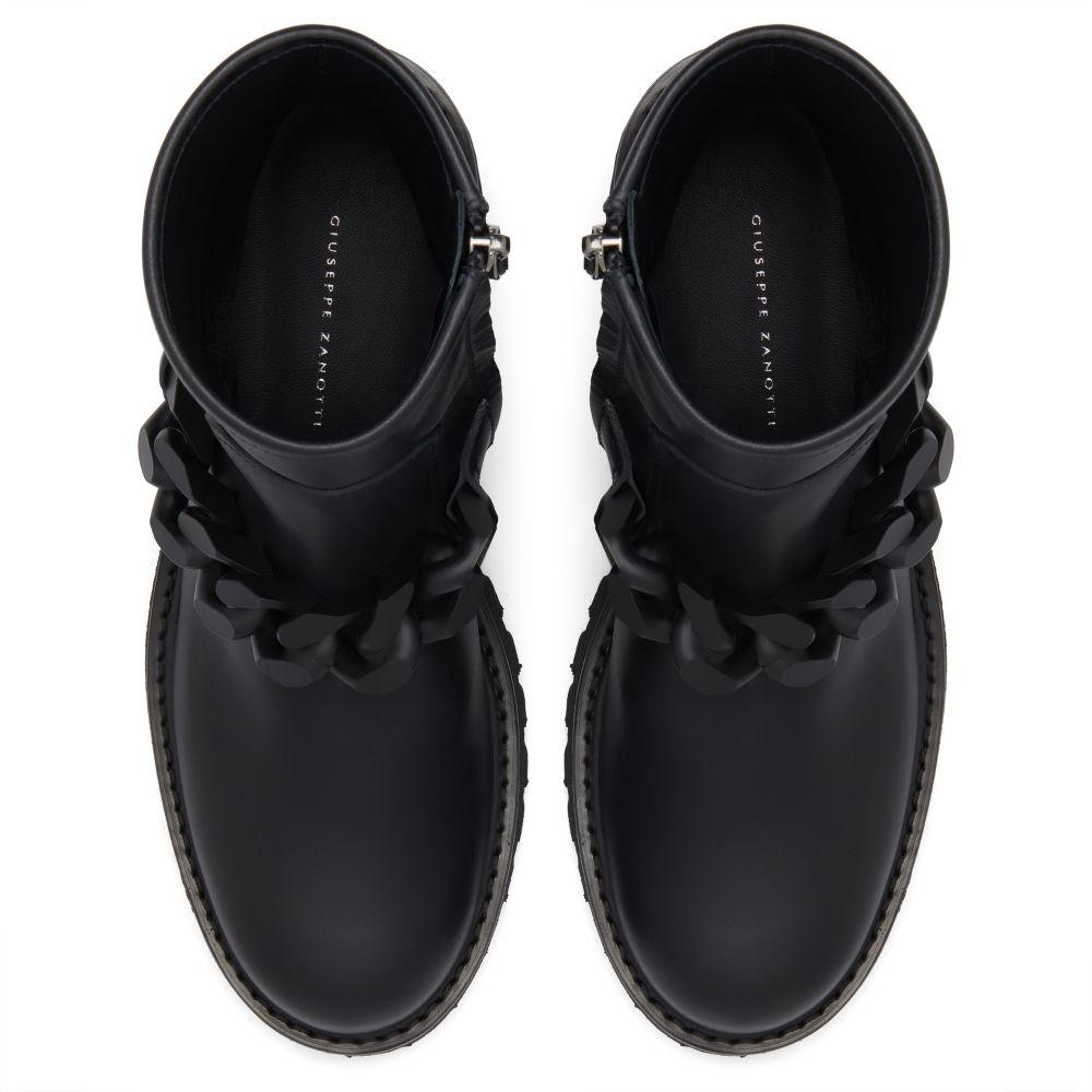 DESY CHAIN - Black - Boots