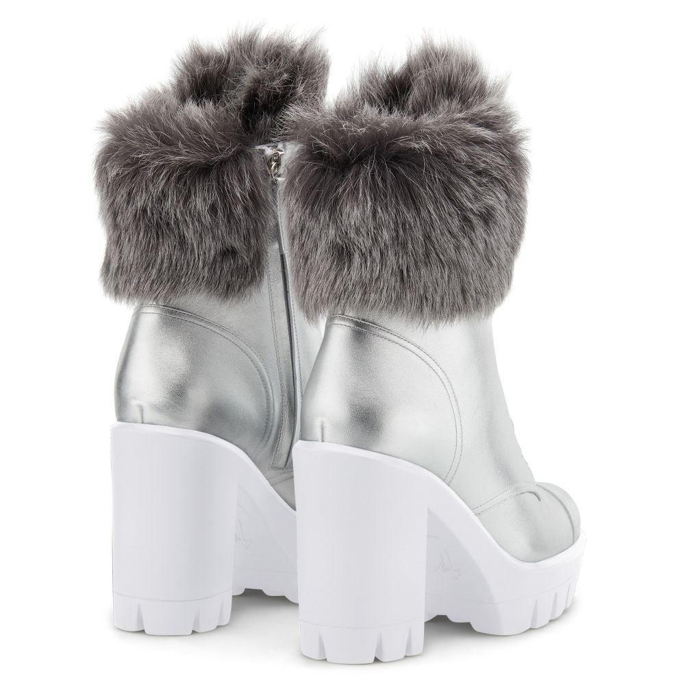 MOYRA - Silver - Boots