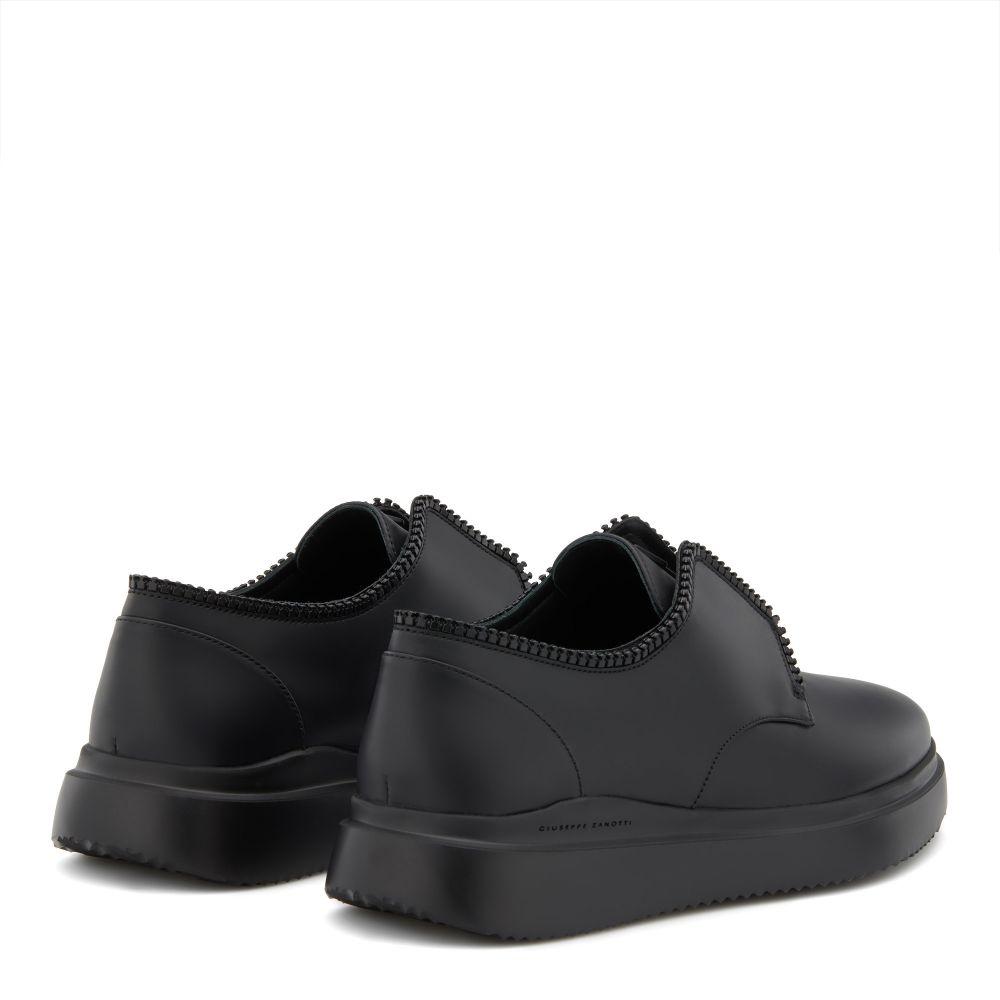GASTON - Black - Slip ons