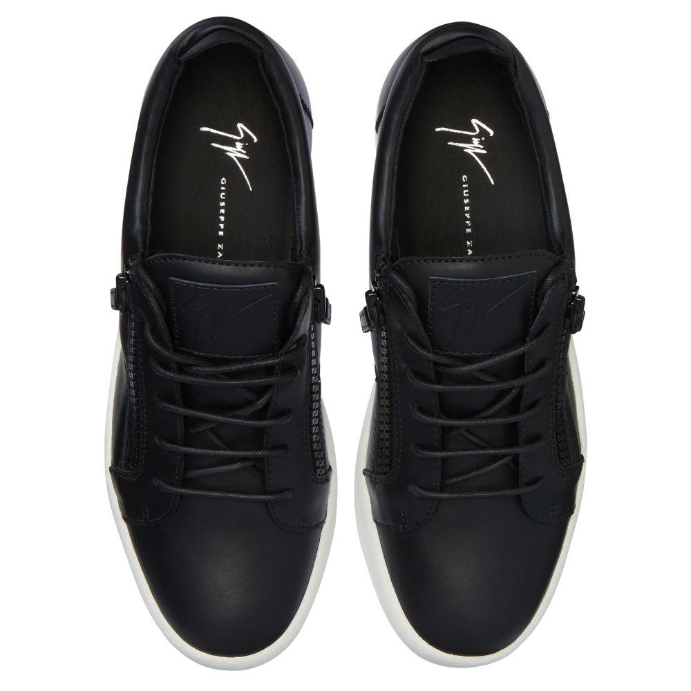 FRANKIE - Black - Low top sneakers