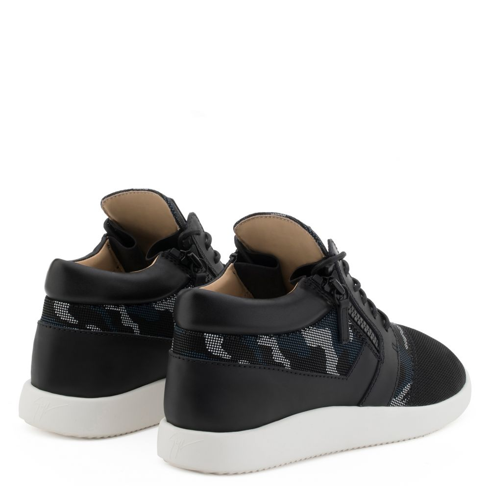 RUNNER - Black - Low top sneakers