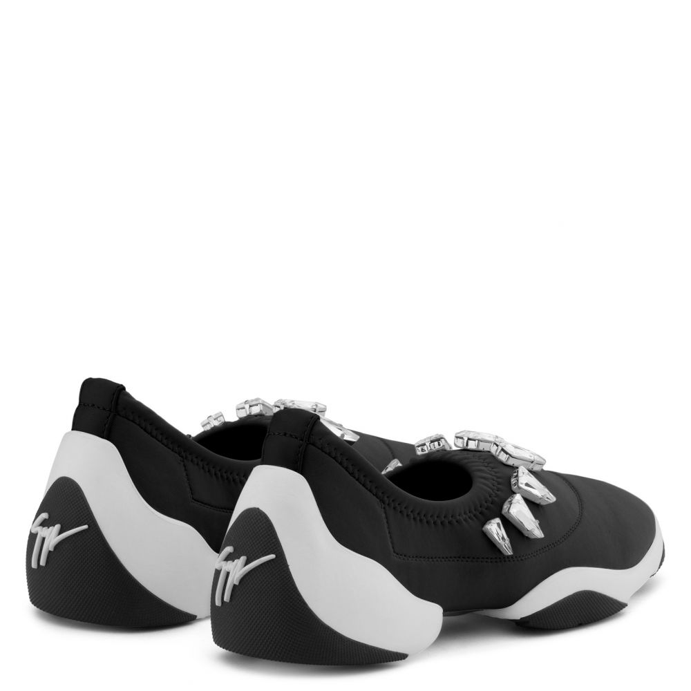 LIGHT JUMP LTS - Black - Slip ons