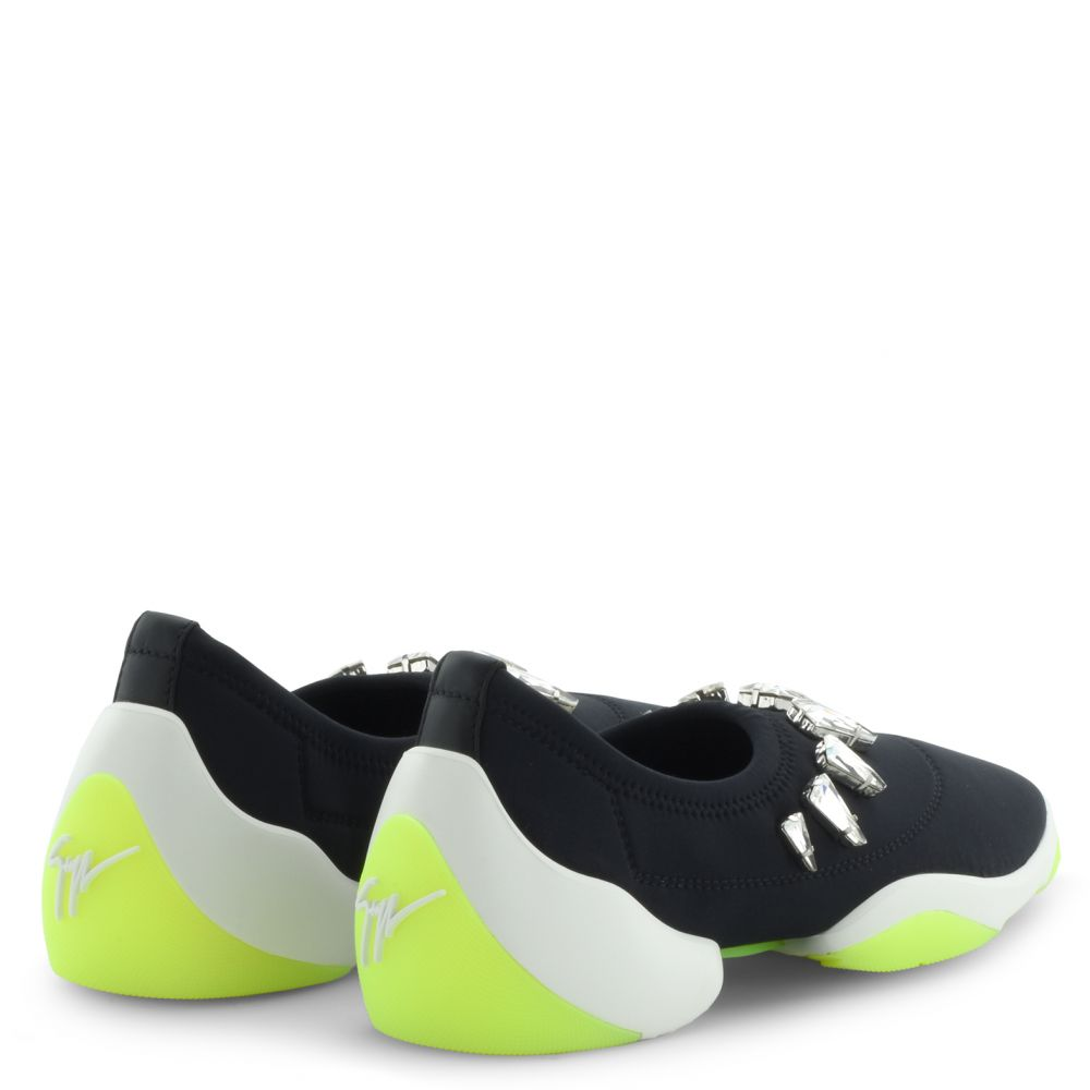 LIGHT JUMP - Black - Slip ons