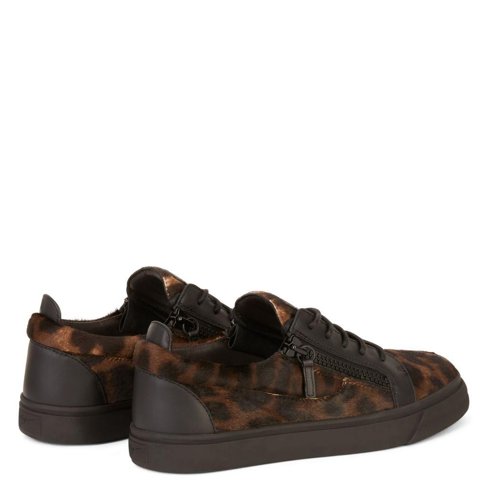 FRANKIE - Green - Low top sneakers