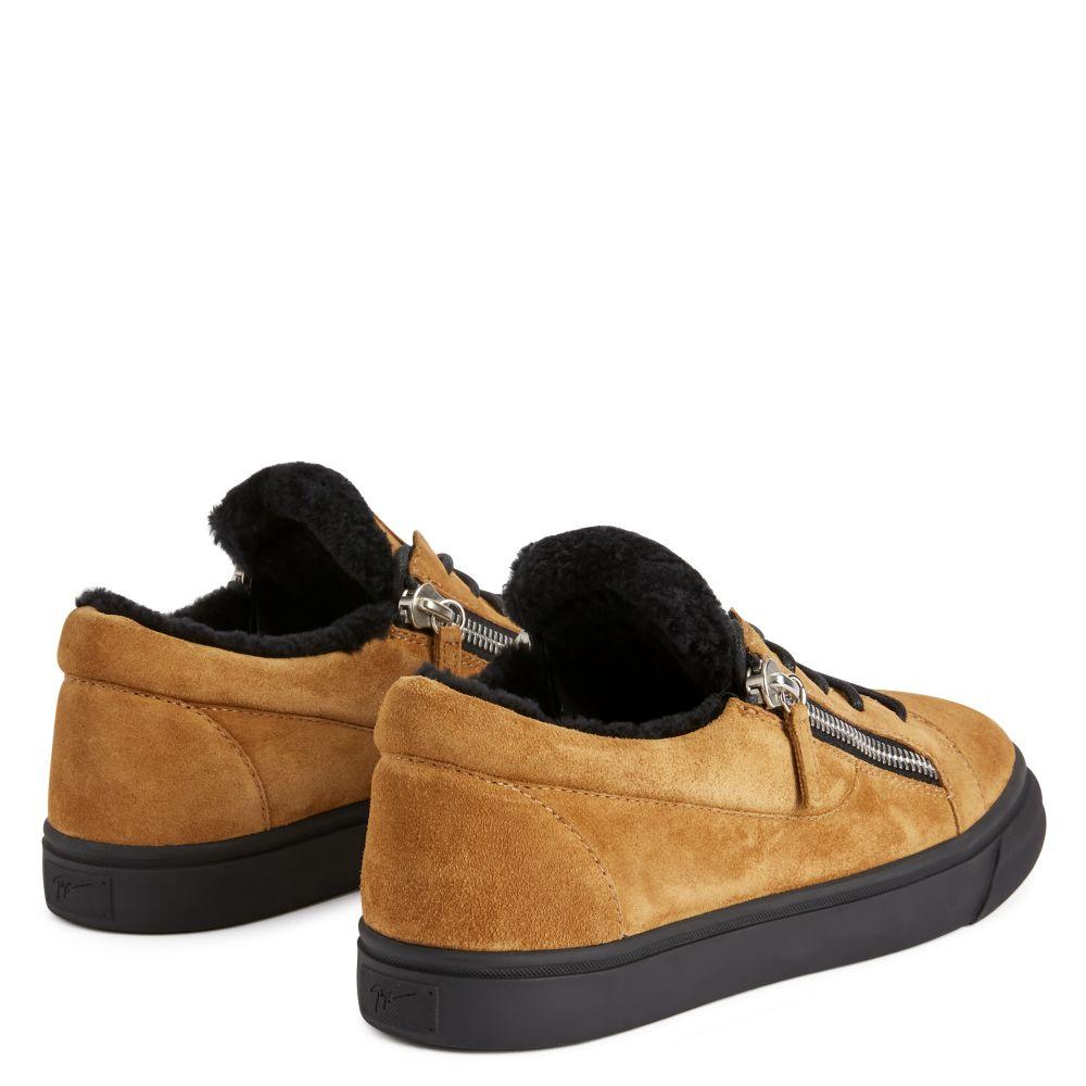 FRANKIE - Brown - Low top sneakers