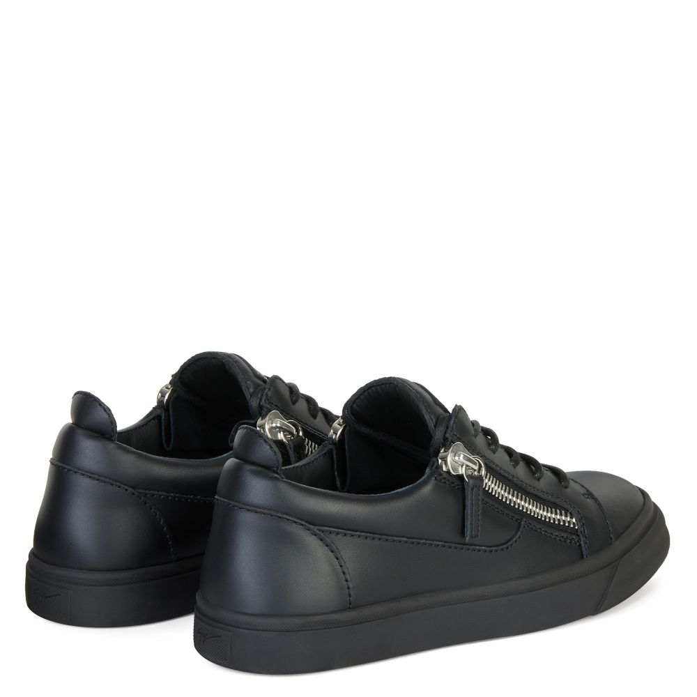 NICKI - Black - Low top sneakers