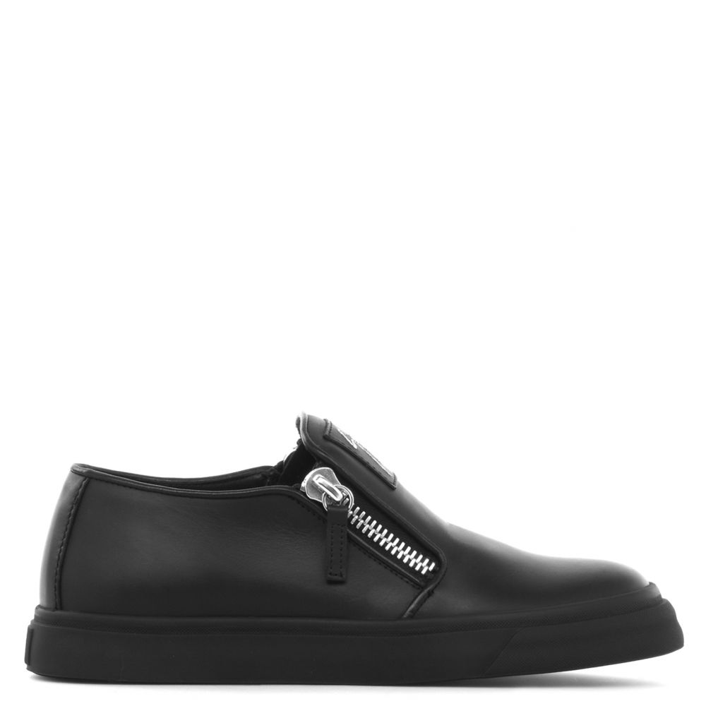 EVE - BLack - Slip ons
