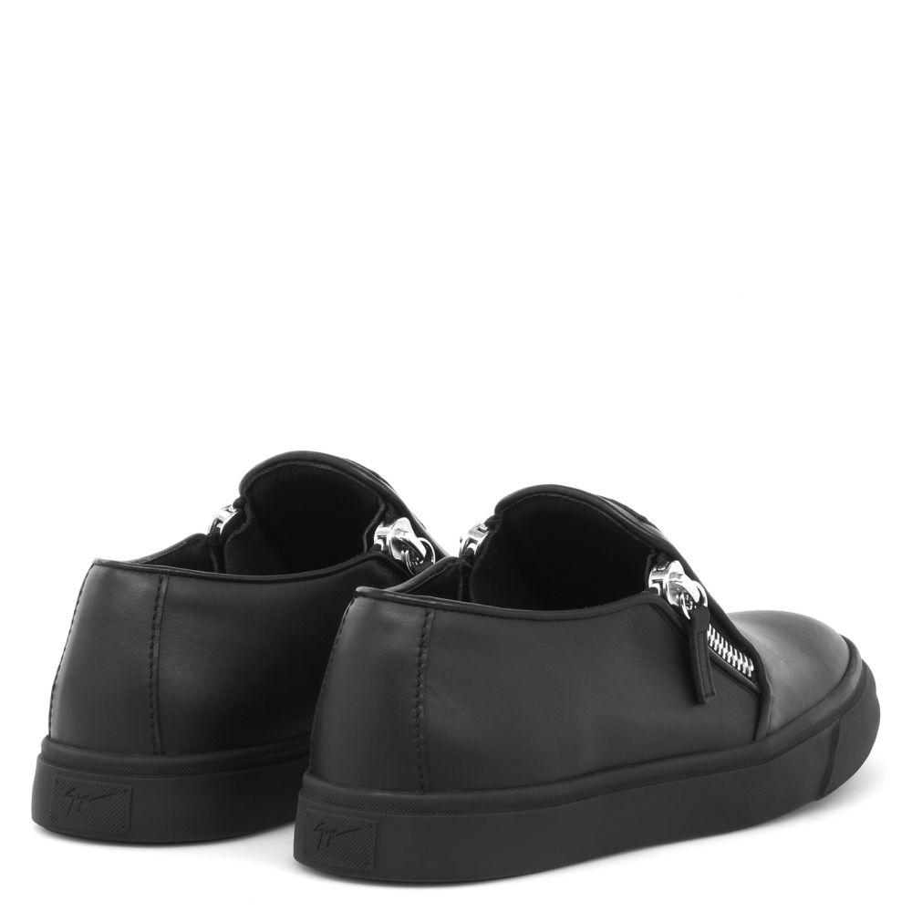 EVE - Black - Slip ons