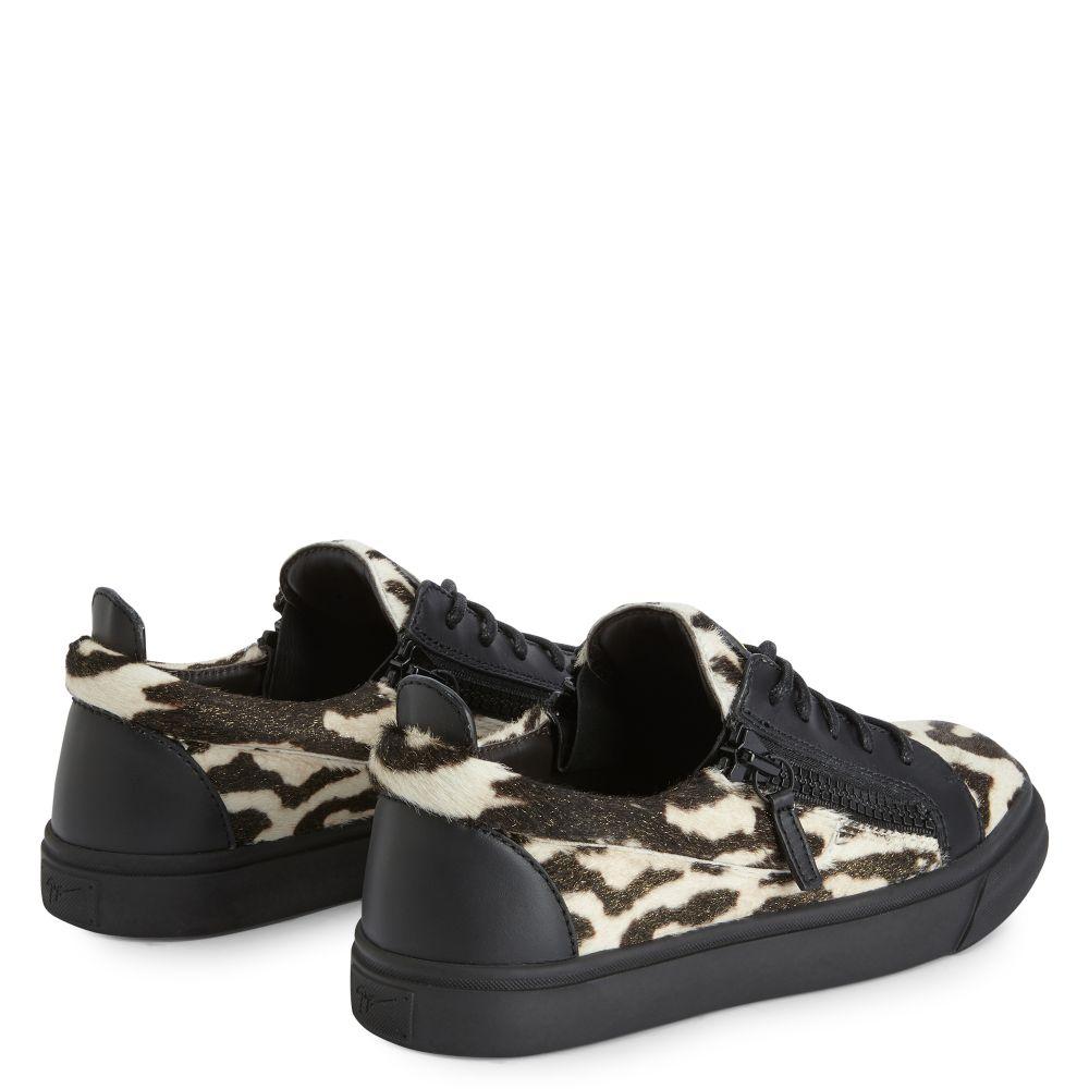 NICKI - Gold - Low top sneakers
