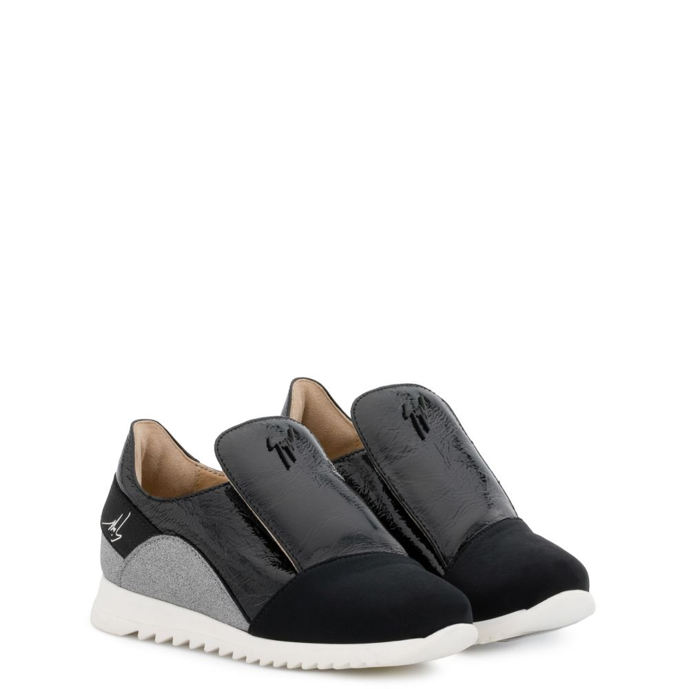 RUNNER JR. - Black - Slip ons